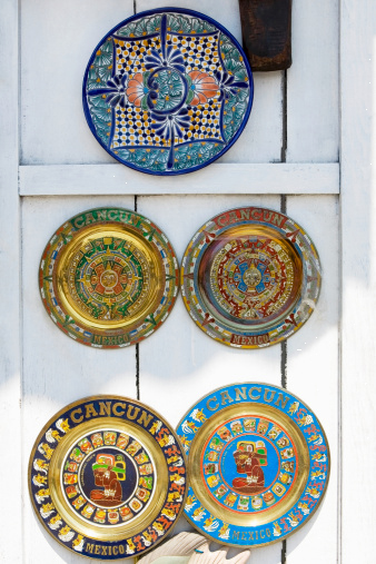 Яркие декоративные тарелки на стену фото