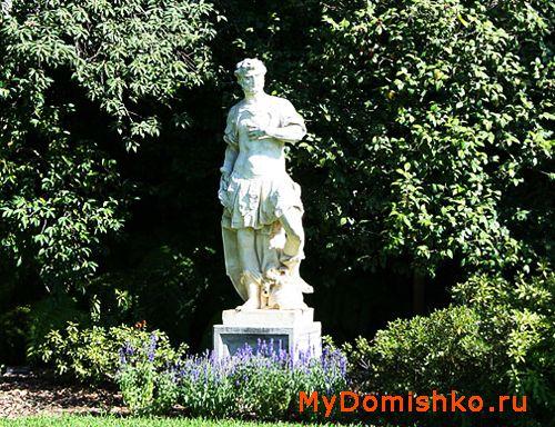 Фото правильно установленной садово-парковой скульптуры