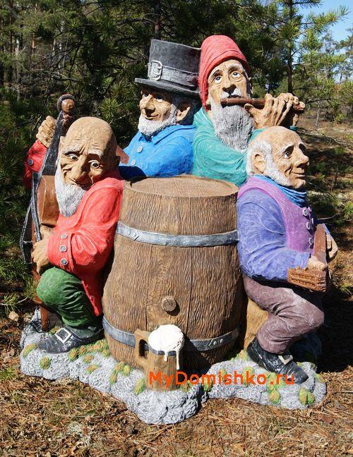 Фото деревянной садовой скульптуры Музыканты